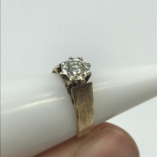 5J - A Ladies London 9ct gold ring set with a large round cut diamond, Has 0.44ct diamond setting, 10/10 ...