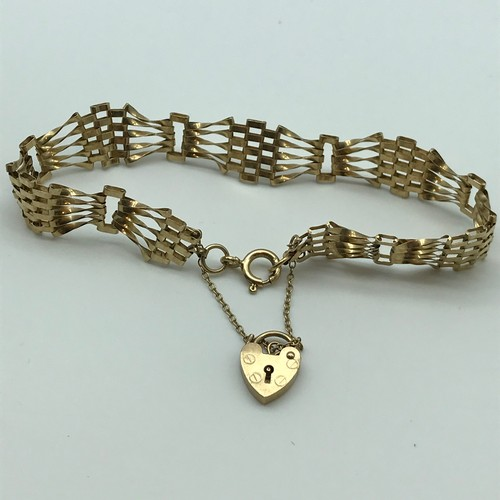 1J - A Ladies 9ct gold bracelet with heart charm. Total Weight 6.1Grams...