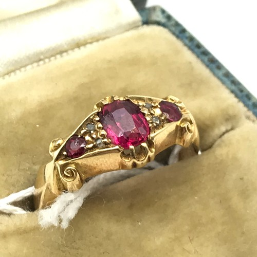 9J - Antique Chester 18ct gold ladies ring, set with three pink stones and four diamond chips [ring size ...