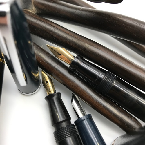 25J - A Lot of four vintage fountain pens to include Blackbird with 14ct nib, The John Bull pen with 14ct ...