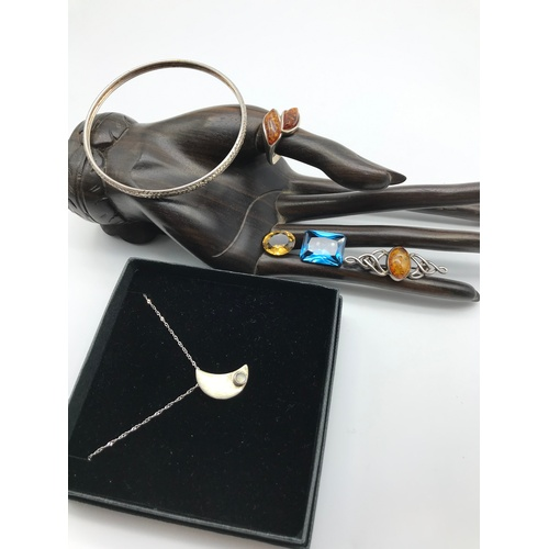 31J - A Selection of silver 925 jewellery to include 925 silver and amber ring and matching brooch, 925 si...