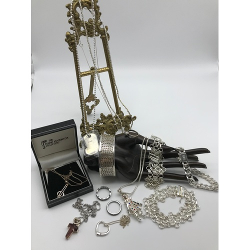 35J - A Selection of silver jewellery to include Rennie Mackintosh silver pendant and chain, silver cat ri...