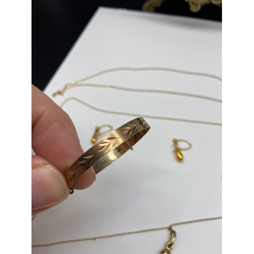 10J - A 9ct gold baby bangle, 9ct gold horn pendant with 9ct gold chain, 9ct gold chain and a pair of 9ct ...