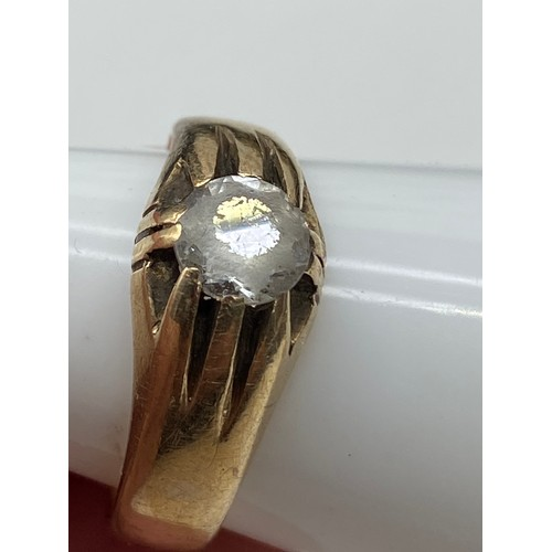 20J - A Gents London 9ct gold ring set with a single quartz clear stone, [Weighs 5.34 grams] [ Ring size Q...