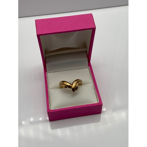 7 - A Ladies 9ct gold ring. [Ring size Q] [3 Grams]...