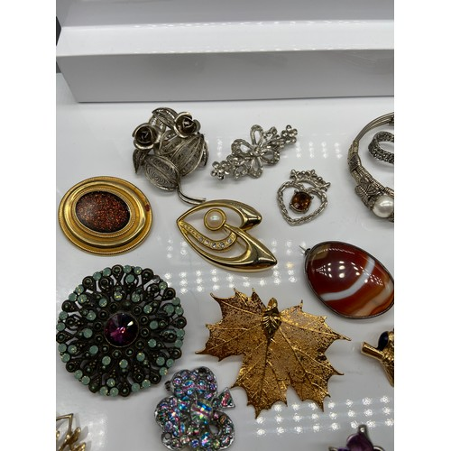 28 - A Quantity of various vintage brooches which also includes Edinburgh Transport Conductor cap badge, ...