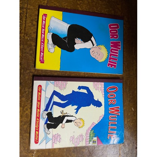22 - 1963 & 1969 Oor Wullie annuals together with 1968 & 1976 The Broons annuals...