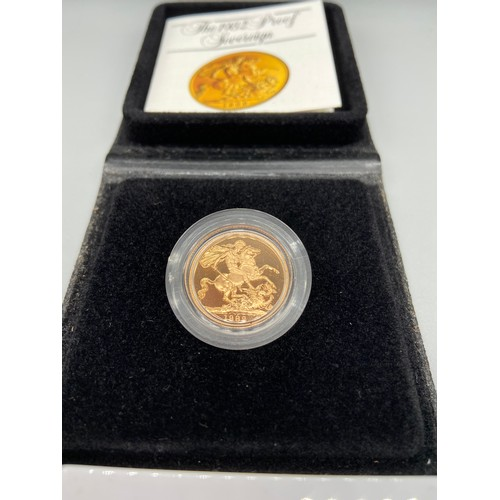 19J - 1982 Gold Sovereign. Produced by the Royal Mint. Comes with a fitted case and certificate....