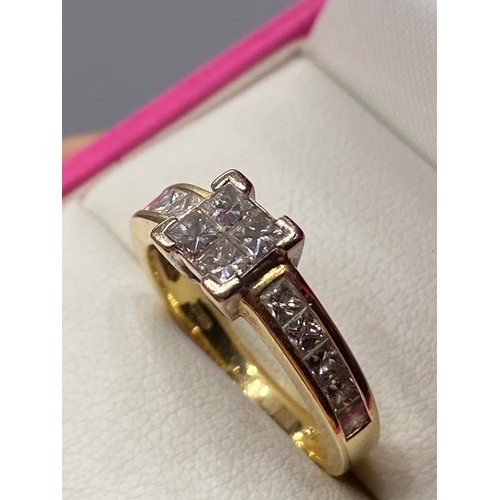 31 - A Ladies 18ct gold and Princess cut diamond ring. 1ct of diamonds in total. [Ring size L]...