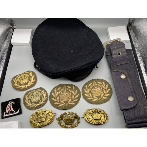 38J - Royal Navy beret hat, Military belt, various number 2 dress fad rqms crown and laurel wreath badges ...