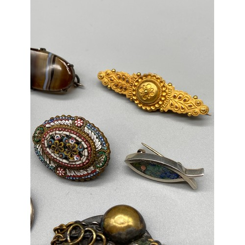 115 - A Lot of various silver and vintage jewellery. Includes a Chester 15ct gold bar brooch, 925 silver a...