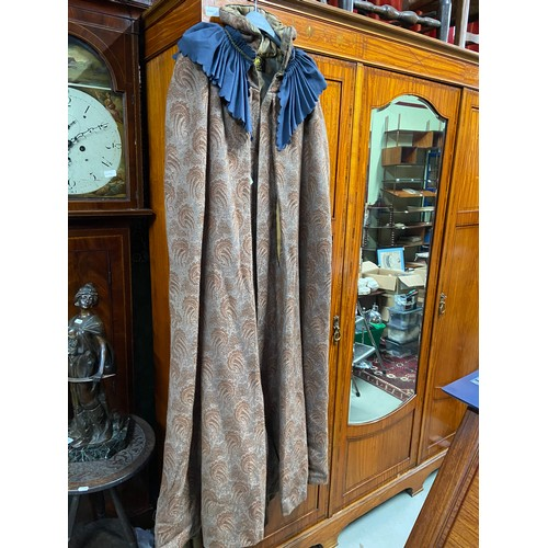233 - A Vintage ladies Romanes & Paterson, Edinburgh produced coat/ gown