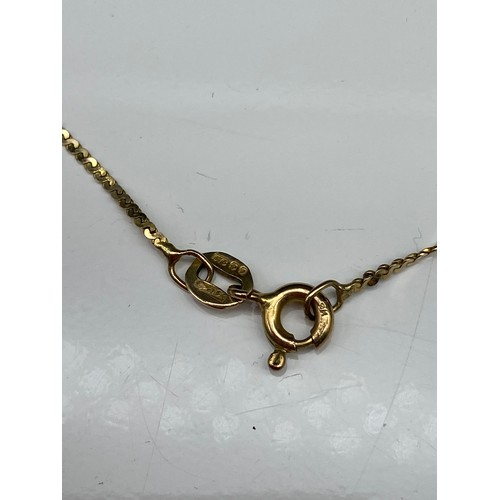 7J - A 9ct gold ladies twist necklace. [38cm in length] [3.05grams]...
