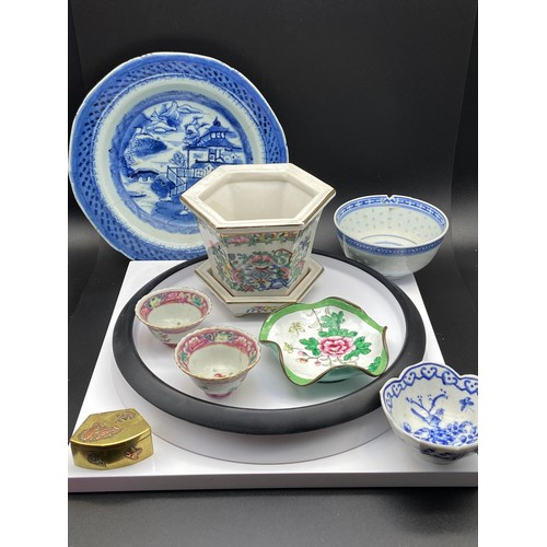 19J - A Lot of 8 various Chinese porcelain and metal trinket collectables. Includes ornate painted small p...