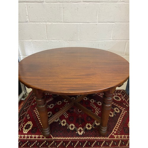 3C - A 19th century Mahogany round dining table designed with a cross section bracer support. [110cm diam...