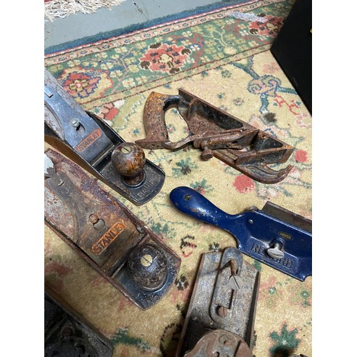 202A - A Selection of vintage joiners planes to include various blades, Marples, Stanley and Bailey....