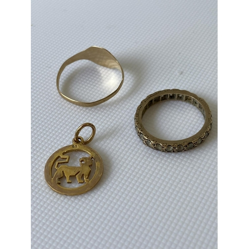 13J - A 9ct gold cat pendant, a 9ct gold signet ring  and a 9ct gold band ring (missing one stone)...