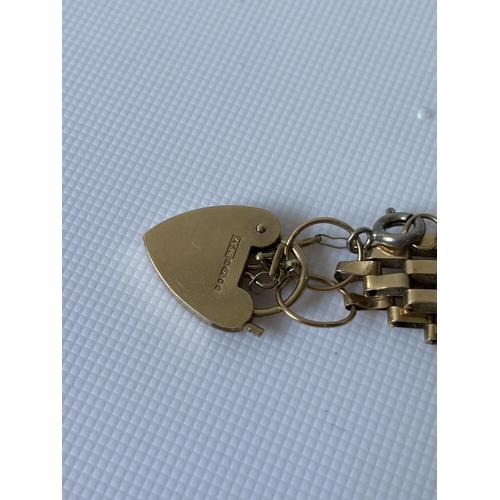 37J - A 9ct gold gate bracelet [length 17.5cm] [10.60g]...