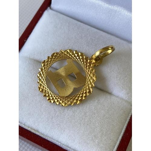 7J - A 22ct gold initial 'B' pendant [1.32g]...