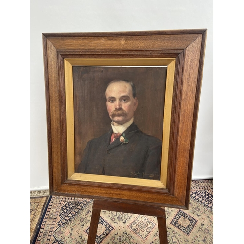 181 - Antique Oil painting on canvas depicting gentleman portrait. Signed by the artist [frame, 88x75cm]