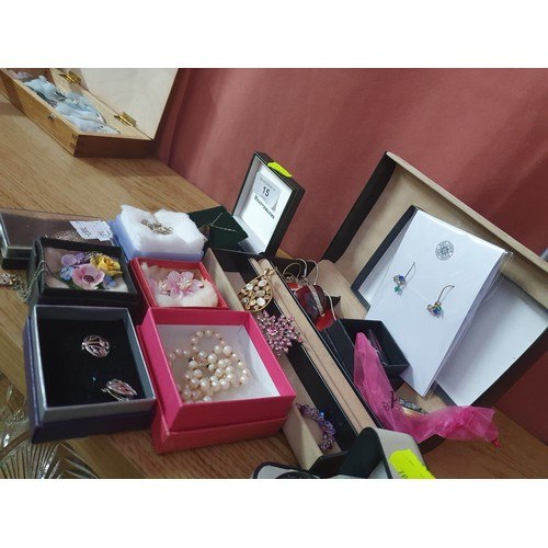 15A - A lot of costume jewellery