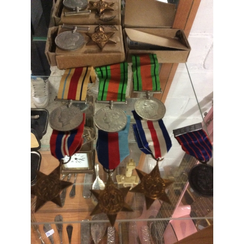 32 - Collection of World War One And two medals ....