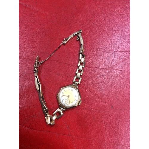 15a - 9ct gold Cyma watch....