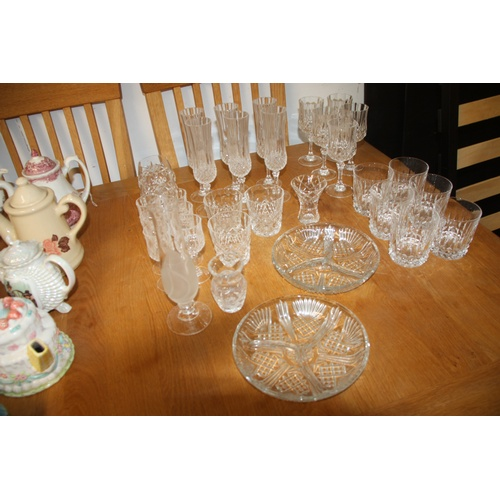 10 - Box of Glassware including whisky Tumblers, Liqueur Glasses, Wine Glasses, etc...