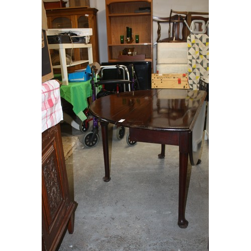 34 - Mahogany Gate-Leg Dining Table on Cabriole Legs (approx 48