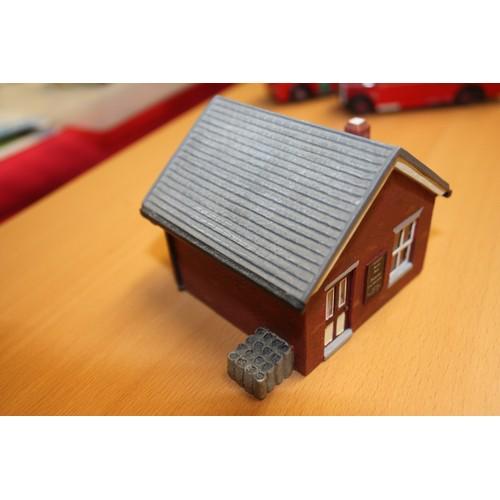 10 - Hornby Skaledale Range: Coal Merchant's Office...