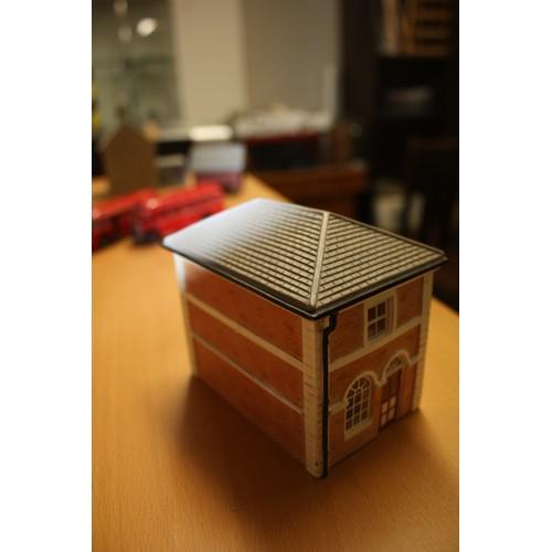 11 - Hornby Skaledale Range: Terminus Office . Reference R8714...