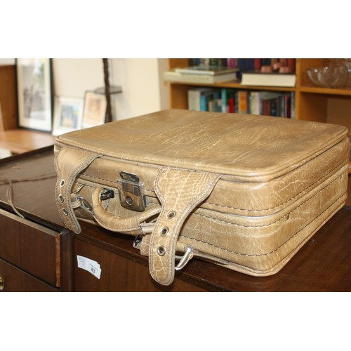 29 - Hand Luggage Case by Richmonds