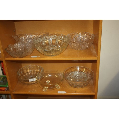 31 - Eight Pieces of Cast Glassware/Crystal Bowls