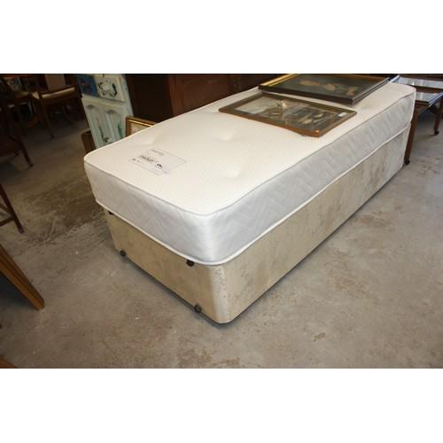 45 - Sleepright single Divan Bed with a Genoa Pattern Mattress (Near new)