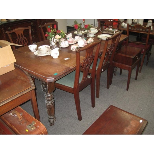 142 - Edwardian Walnut Dining Table on 4 reeded legs...
