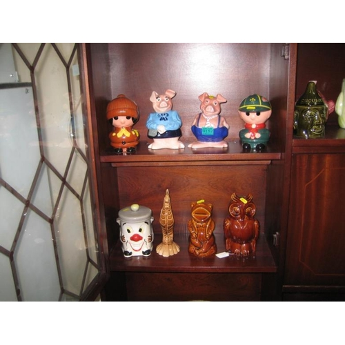 152 - Two Wade Pig Moneyboxes and other similar (8)...