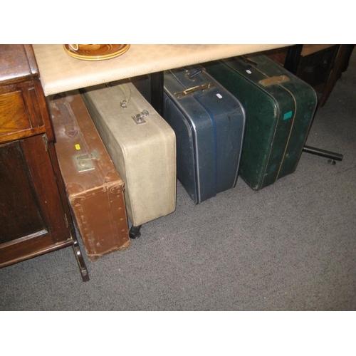 333 - 4 Vintage Travel cases...