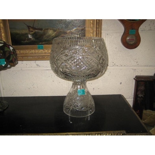 416 - Decorative Cut Glass Table Centrepiece Fruit Bowl...
