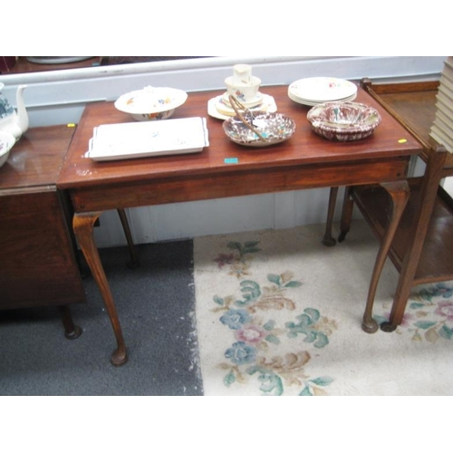 549 - Queen Anne style Mahogany Side Table on Pad...