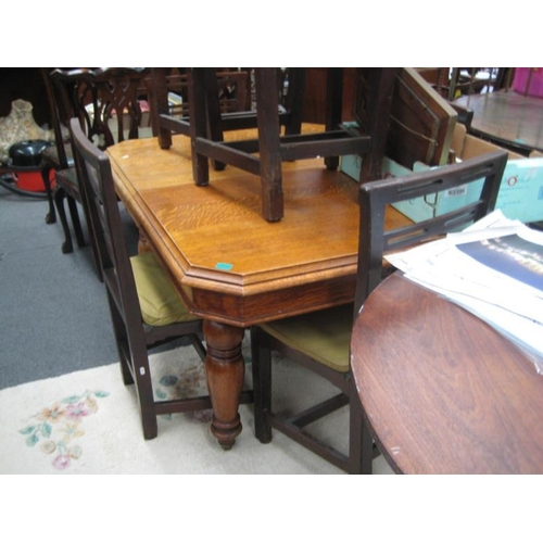 556 - Edwardian Oak Dining Table with one extra leaf...