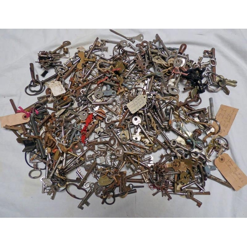 1035 - LARGE SELECTION 19TH & EARLY 20TH CENTURY KEYS ETC...