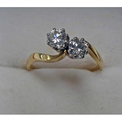 37 - 18CT GOLD 2 STONE DIAMOND SET RING, APPROX 0.75 CARATS IN TOTAL