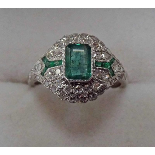 47 - ART DECO STYLE EMERALD & DIAMOND CLUSTER RING, THE RECTANGULAR CENTRALLY SET EMERALD WITH DIAMOND & ...
