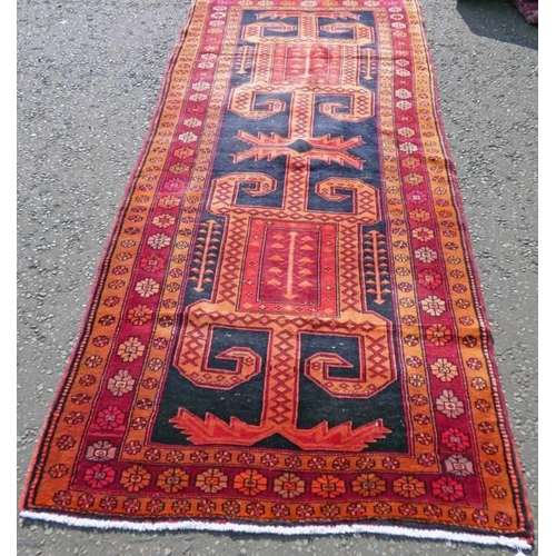 1041 - THICK PILE FINE WOVEN PERSIAN VILLAGE RUNNER WITH UNIQUE MEDALLION DESIGN 300 X 120CM