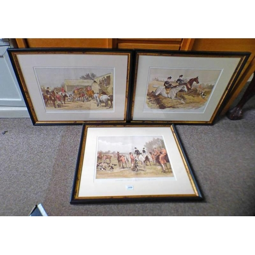 1059 - SET OF THREE FRAMED HUNTING PRINTS: SKETCHES IN THE HUNTING FIELD - 31 X 44 CM