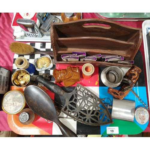 19 - A tray of collectables.