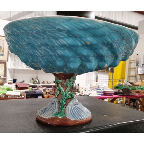 60 - An antique majolica dish: height 7