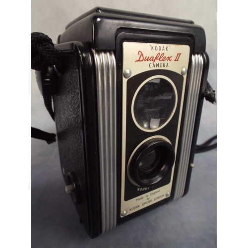 123 - Vintage kodak 'dualflex' Camera with original leather case...