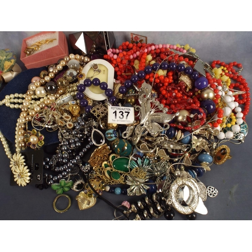 137 - 2 KILO'S  of good quality costume jewellery...
