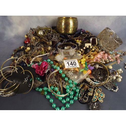 140 - 2 kilos of good quality costume jewellery...